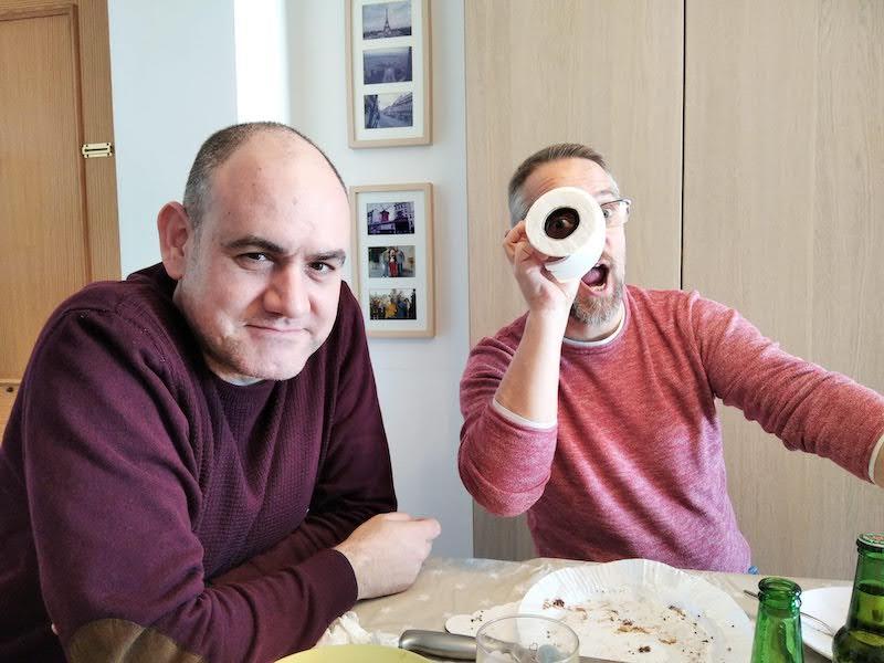 Miquel Gabarró u James Kockelbergh haciendo los serios durante una reunión / comida.